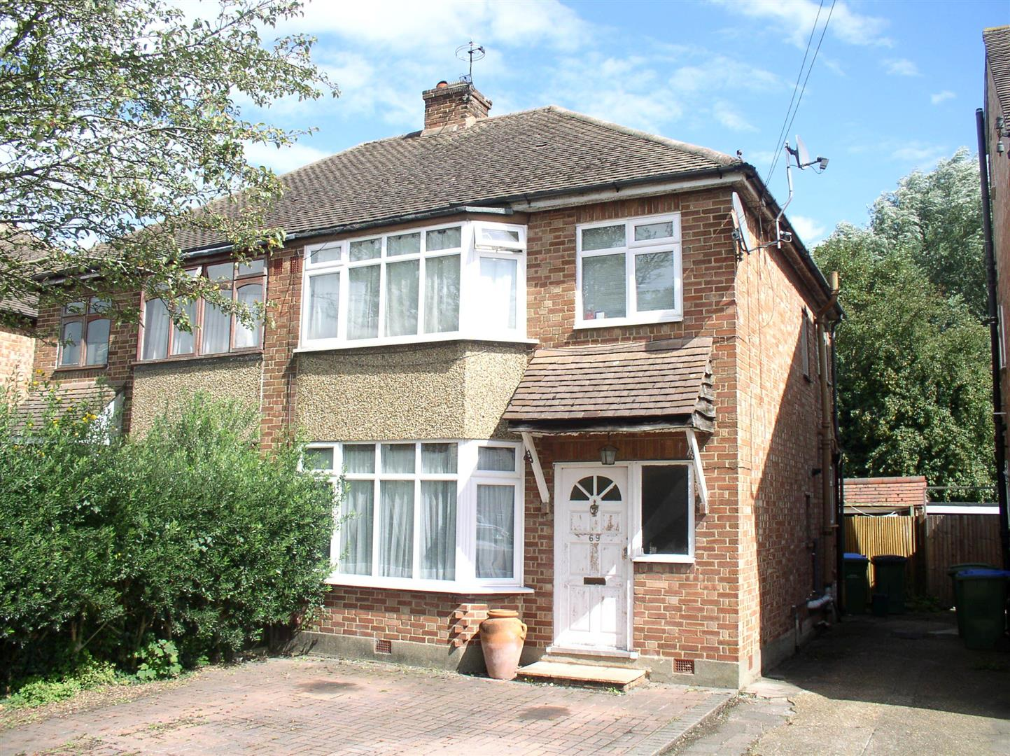 3 Bedrooms Semi Detached House for sale in Braycourt Avenue, Walton-On-Thames